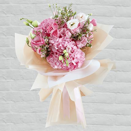 Delicate Flower Bouquet:  Flower Delivery In Wakrah