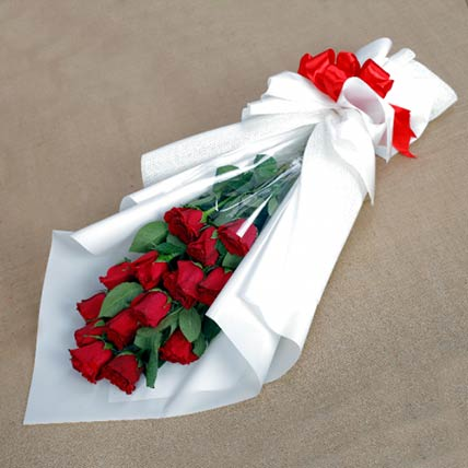 Enchanting Red Roses Bouquet: Red Rose Flower