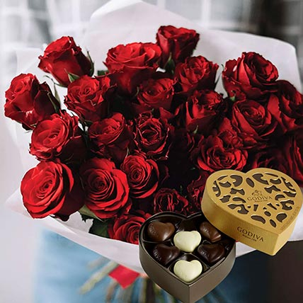 Vivid Red Roses Bunch & Godiva Chocolates: Buy Chocolates