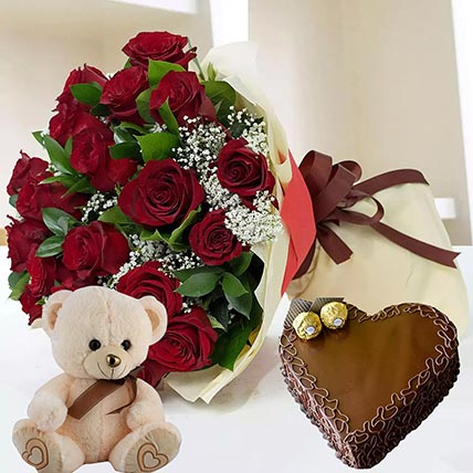 Heart Shaped Cake with Red Roses: Gift Hampers
