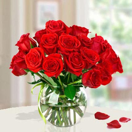 15 Red Roses Arrangement: Midnight Gifts Delivery