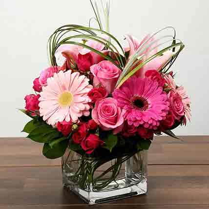 Roses and Gerbera Arrangement In Glass Vase: Midnight Gifts Delivery In Qatar