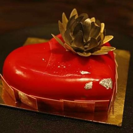Heart Shaped Strawberry Cake: Send Cakes to Qatar