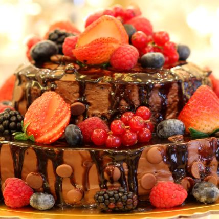 Nutella Berries Cake: Send Cakes to Qatar