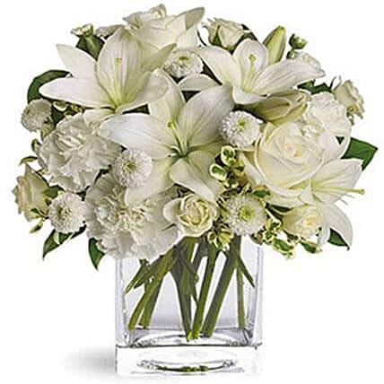 Elegance Of White Flowers: Gift Ideas For Mom