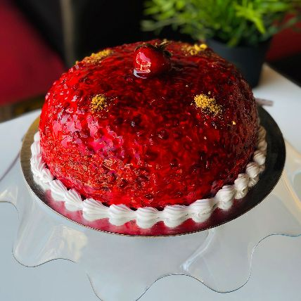 Diva Strawberry Glaze Cake Half Kg