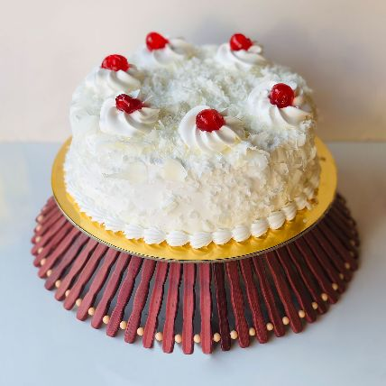 Whipped Love White Forest Cake 1 Kg